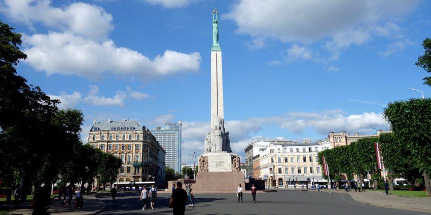 Riga, de jour comme de nuit et repos à Jurmala !