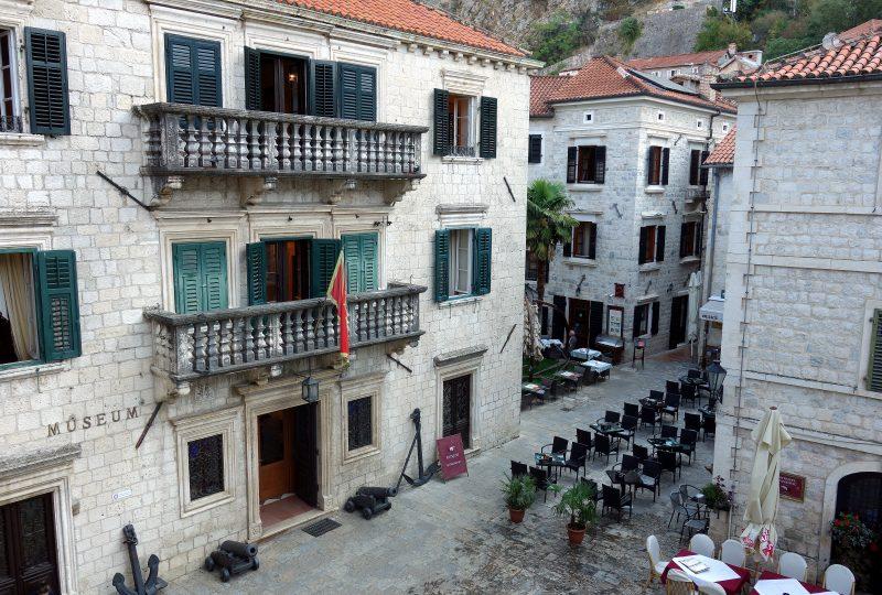 kotor remparts centre ville monténégro